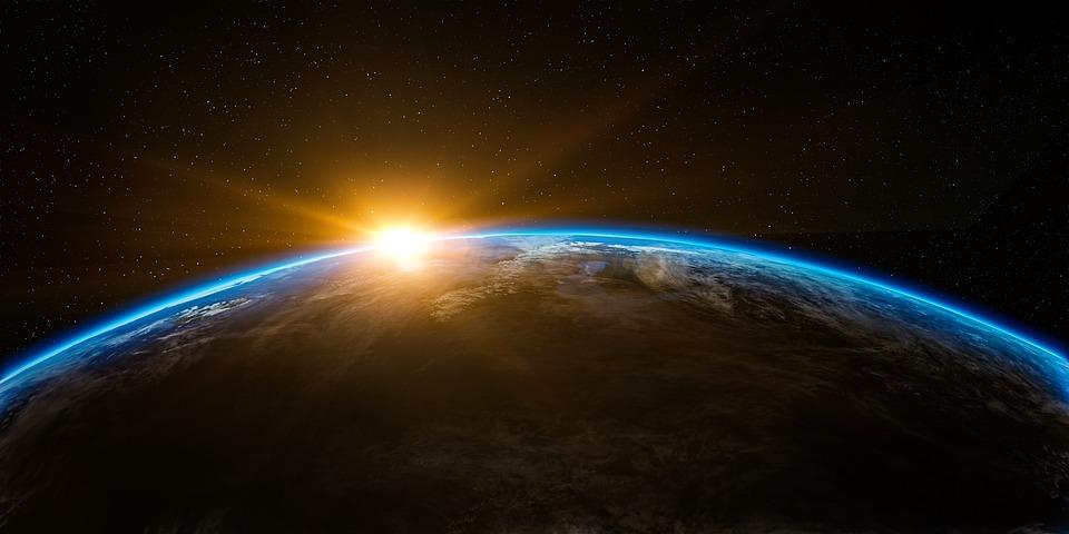 Sonnenaufgang und Sonnenuntergang im März