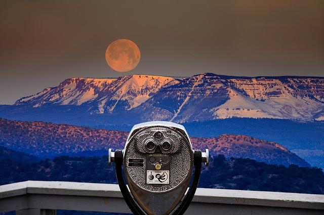 Wie groß ist die Entfernung zwischen Erde und Mond?